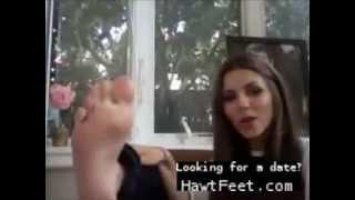 Victoria Justice barefoot
