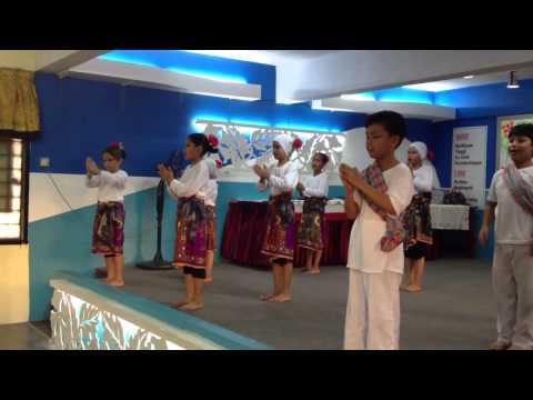 Persembahan tarian jong jong inai SK HICOM