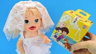 ПОДАРОК ДЛЯ НЕВЕСТЫ #Кукла Беби Элайв Пробует #Конфеты Из Коробочки #Игрушки Для детей Играем Как