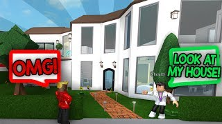 HE GAVE ME A TOUR OF HIS MANSION!! (Roblox Bloxburg)