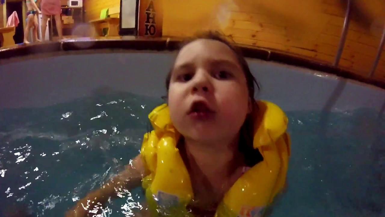 обзор отдыхаем в сауне плаваем в бассеине веселимся дети танцуют