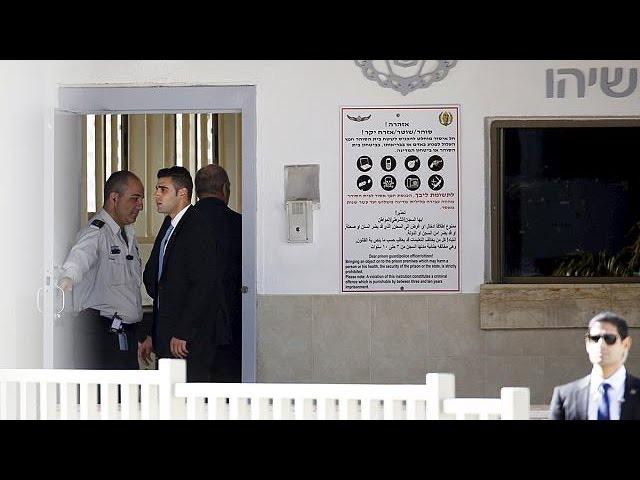 Экс-премьер Израиля начал отбывать тюремный срок