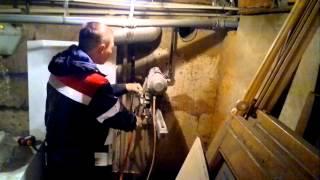 бурение отверстий под трубы отопления.http://www.slomlom.ru/almaznoe-burenie/(Бурение отверстия под трубы отопления в частном доме., 2015-05-22T21:54:28.000Z)