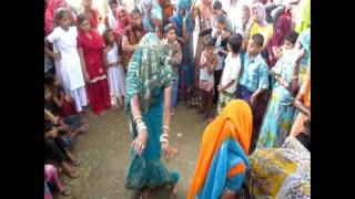 Repeat youtube video Women Dancing in a Village - Sarsaina
