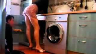 Repeat youtube video Gostosa levantando a saia pro encanador