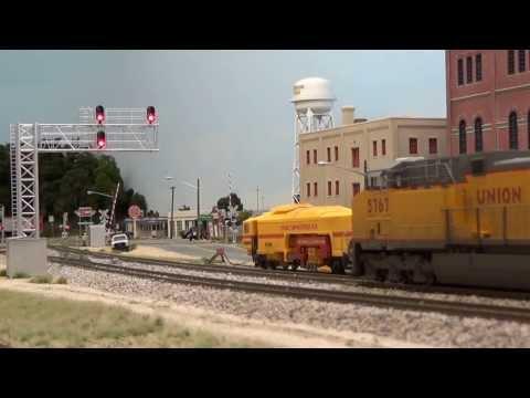 UP coal train through Waycross to meet stack train mp4video
