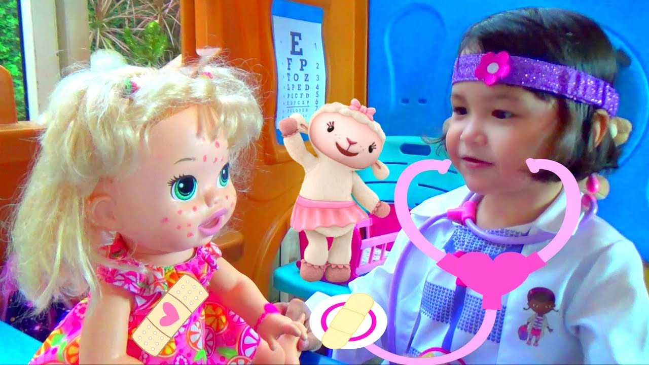 Doc Mcstuffins Pretend Play Toy Hospital Playhouse W Toy Doctor Bag Youtube
