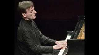 "Stephen Hough plays ""Moscow Nights"""
