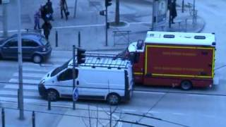 Ambulance de réanimation SMUR marins pompiers de Marseille