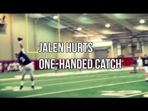 Alabama Quarterback Jalen Hurts makes incredible one-handed catch