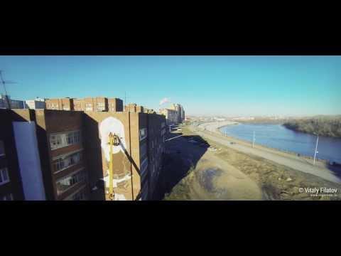Уфимский художник Олег Кайбышев за работой / Ufa artist Oleg Kaybishev at work (aerial video) 2.7K