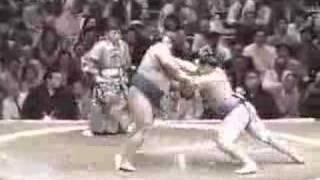 朝青龍 vs. 貴乃花 (1)