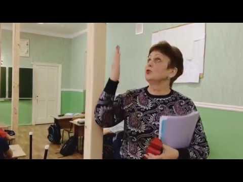 Курская область. В щигровской школе, чтобы потолок не рухнул на детей, установили подпорки...