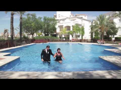 Acci n efervescente tirarse a la piscina youtube for Tirarse a la piscina