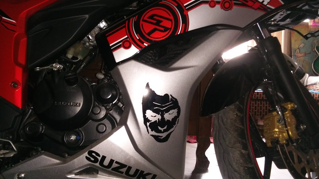 Sticker work on suzuki gixxer sf bike modification