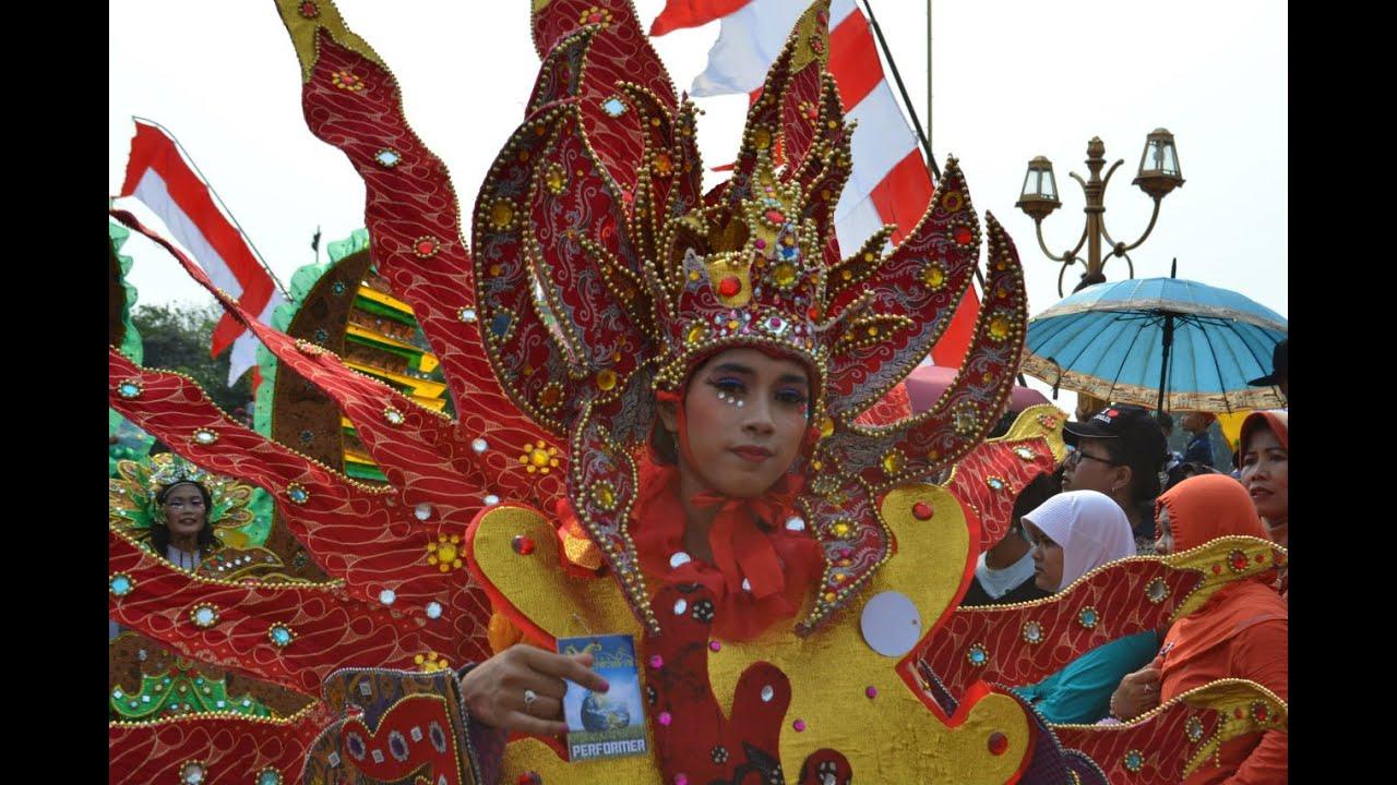 Kostum-kostum Indah Dalam Karnaval Budaya di Kota Tuban - YouTube