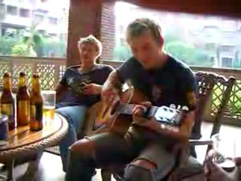 Brett Lee Singing with Kumar Sangakkara - Kings XI IPL Cricket.flv