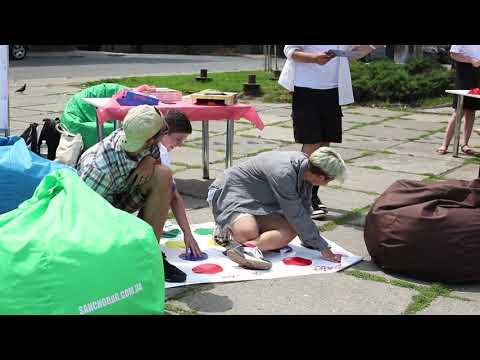 Погляд: У Чернівцях на фестивалі іноземних мов проводили різноманітні ігри