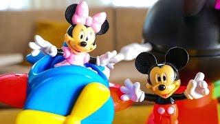 Игрушки Микки Маус и Минни на игровой площадке от Disney