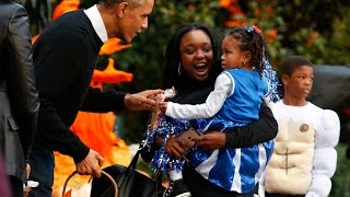 America celebrates Halloween! | Barack, Michelle Obama & Young Guests