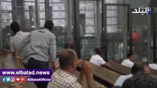 المحكمة تعرض فيديوهات تحريضية للإخوان خلال نظر 'فض رابعة'.. فيديو وصور