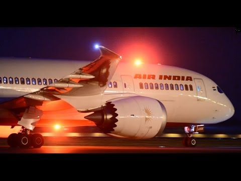 Boeing 787 Dreamliner-Air India Night Landing