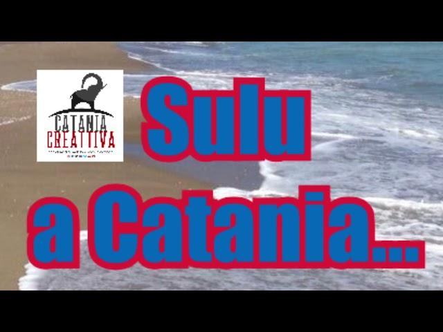 """Sulu a Catania… Uomo """"passeggia"""" immerso nell'acqua vestito, con zaino, cuffie e cappello…"""
