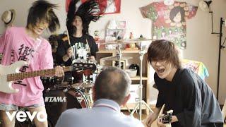 ヤバイTシャツ屋さん - 「Give me the Tank-top」Music Video