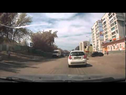 Девушка на пешеходном переходе (г. Октябрьский)