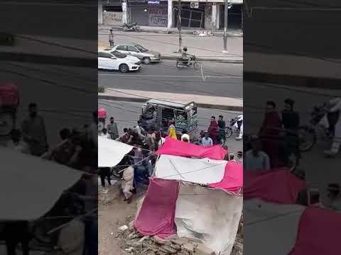 This happened near Johara chowrangi Karachi when a man came to help them to distribute money.....