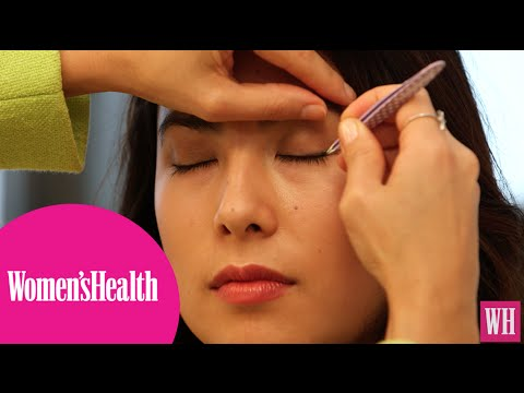 How To Apply and Remove Fake Lashes - YouTube
