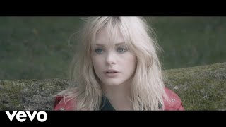 Смотреть клип Julia - Passe... Comme Tu Sais