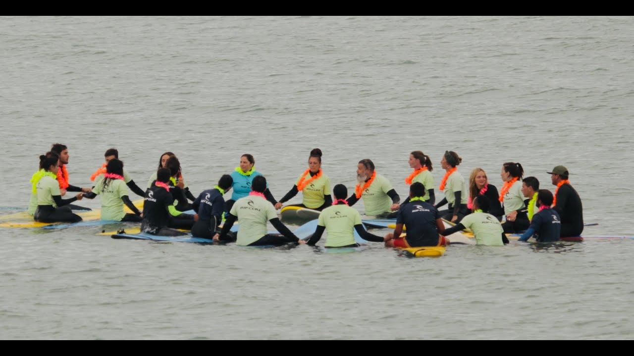 Un fenómeno que crece con el surf: aprender en viajes grupales