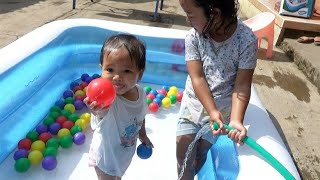 Balita Lucu UNBOXING Kolam Renang THE BALL PIT SHOW Kids Playing Swimming Pool