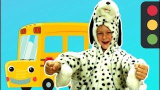 Wheels on the bus go round and round+Tawaki kids pretend play with animal bus