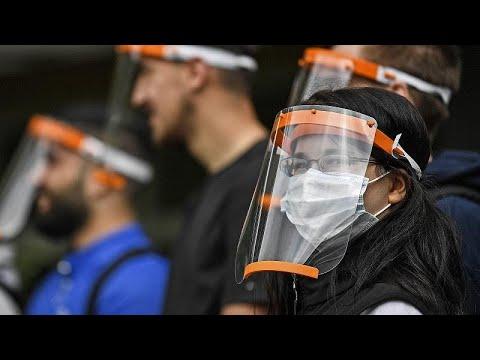 شاهد: شركة ألمانية تمنح 140 ألف طالب بمدينة كولونيا أقنعة واقية بلاستيكية للوجه…  - نشر قبل 6 ساعة