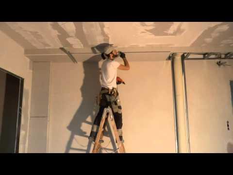 видео: Как правильно крепить гипсокартон к потолку в одиночку!