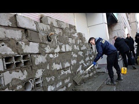У Києві активісти замурували «Сбербанк»