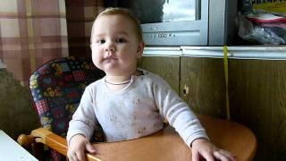 Танцующий ребёнок (1 год)(http://КнигаСказок.рф - Книга сказок про Вашего ребёнка. 20 сказок и в каждой он главный герой. Персонажи - мама,..., 2011-11-19T15:37:18.000Z)
