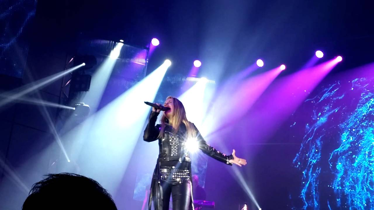 Laura van den Elzen Total Eclips DSDS Top 6 Tour - YouTube