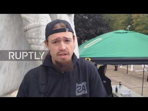 USA: Armed pro-gun activists enter Oregon's State Capitol in Salem