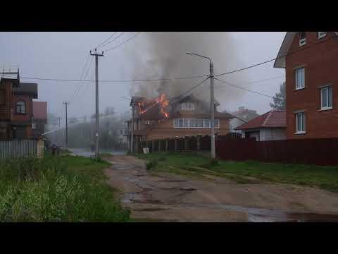 Пожар 9 июля 2019 года в гостинице «Подворье» в Тихвине