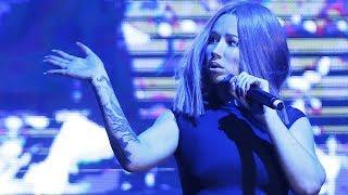 Iggy Azalea Faceplants - Hard Fall Live Onstage