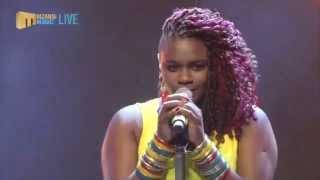 Top 8 Performance: Amanda sings Paradise Road