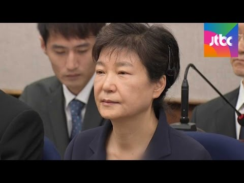 3시간만에 끝난 박근혜 첫 재판…직접 모든 혐의 부인