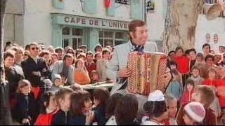 Il Reste Encore des Guinguettes (du film Les Fous du Stade avec Les Charlots) - Aimable