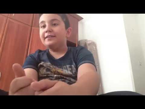 VIDEO ÇEKERKEN KAFASINA HALI DÜŞEN ÇOCUK