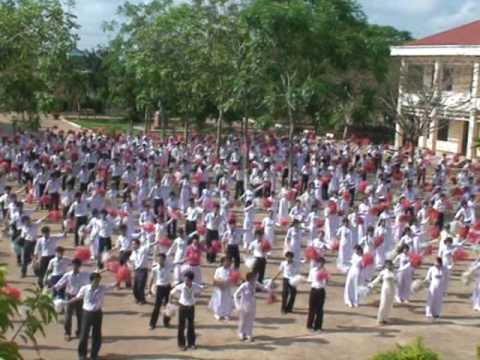 Đồng diễn sân trường (26/3/2009)