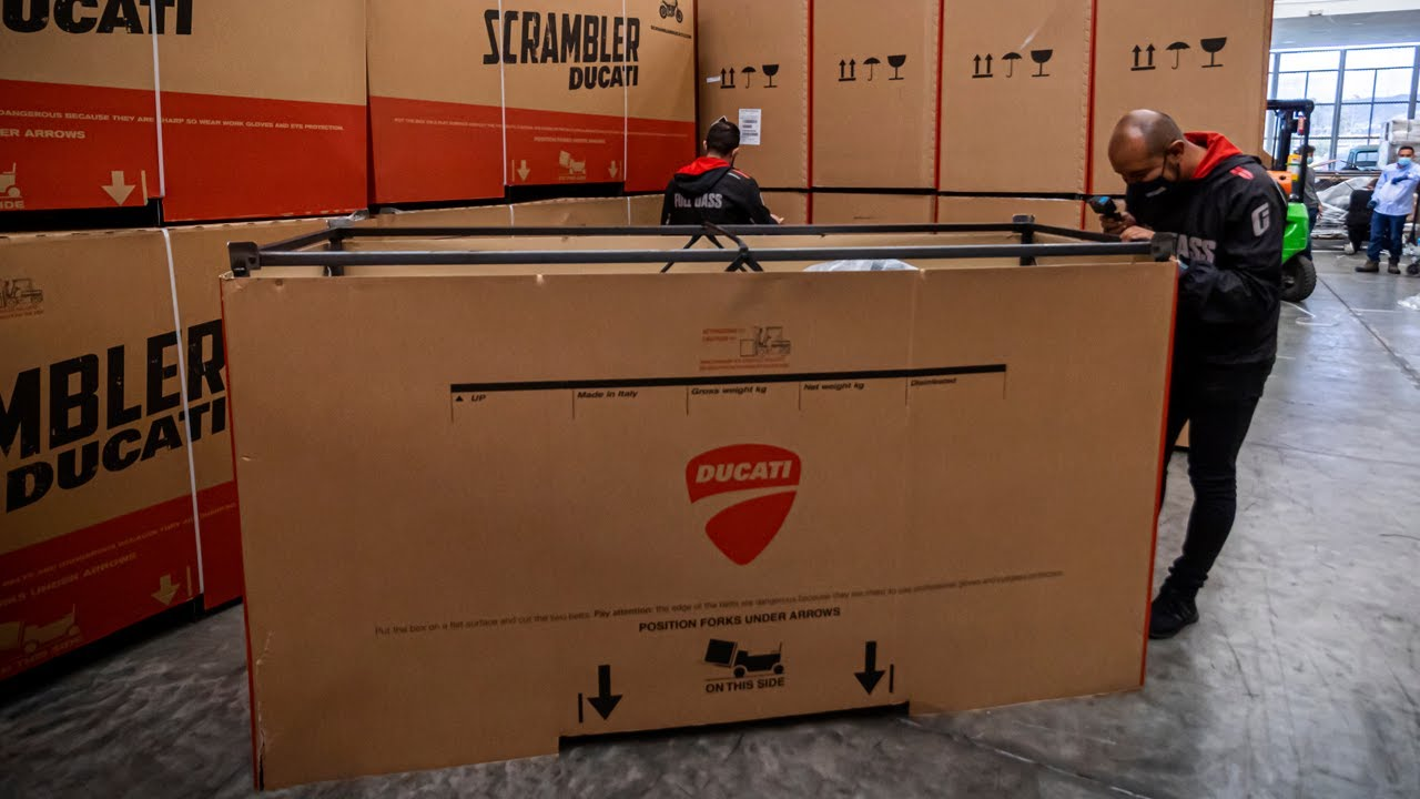 INCREIBLE como VIENE! | Unboxing DUCATI Street Figther V4S