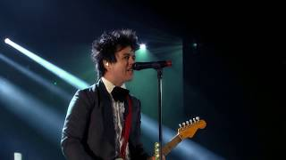 "Green Day perform ""Basket Case"" at the 2015 Rock & Roll Hall of Fame Induction Ceremony"
